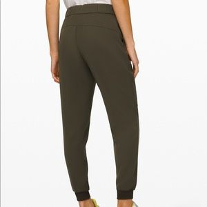 lululemon - On the Fly Jogger *Woven*